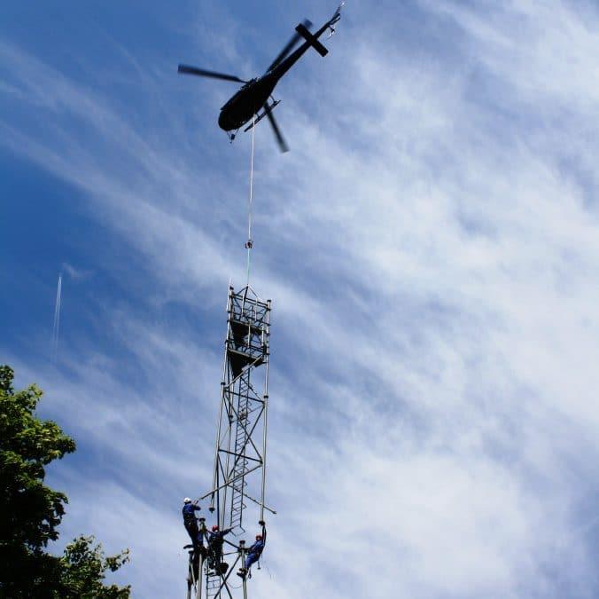 Héliportage d'un pylône treillis 50m